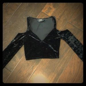 Black V-neck velvet long sleeve crop top, size S